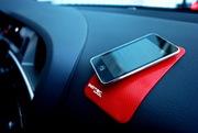 Без клея и магнита удержит телефон.